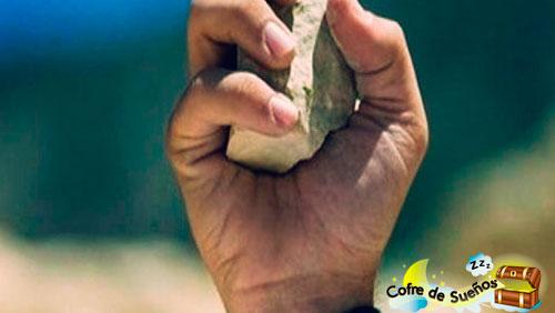 sonar con lanzar piedras
